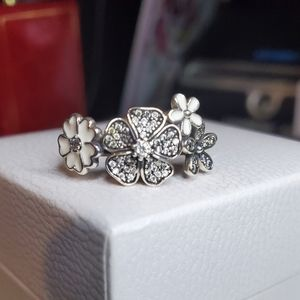 Authentic Pandora Shimmering 💐 Bouquet Ring 💍